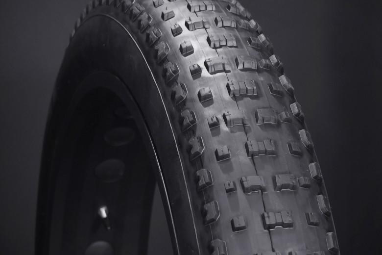 "Vee Rubber Snowshoe XL 26/""x 4.8 120TPI Folding Fat Bike Tire Tubeless fit Surly"