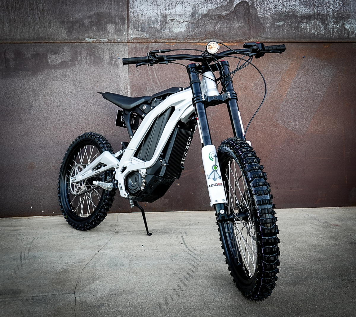 The New Age Of Affordable Electric Motorcross : The Sur-Ron 60v 32Ah eDirt Bike